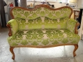 Antikes Sofa mit Brokatstoff