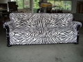 Sofa im Zebra-Look